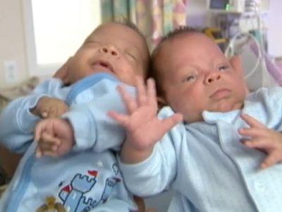 Világszenzáció - 24 nap különbséggel születtek meg az ikerbabák