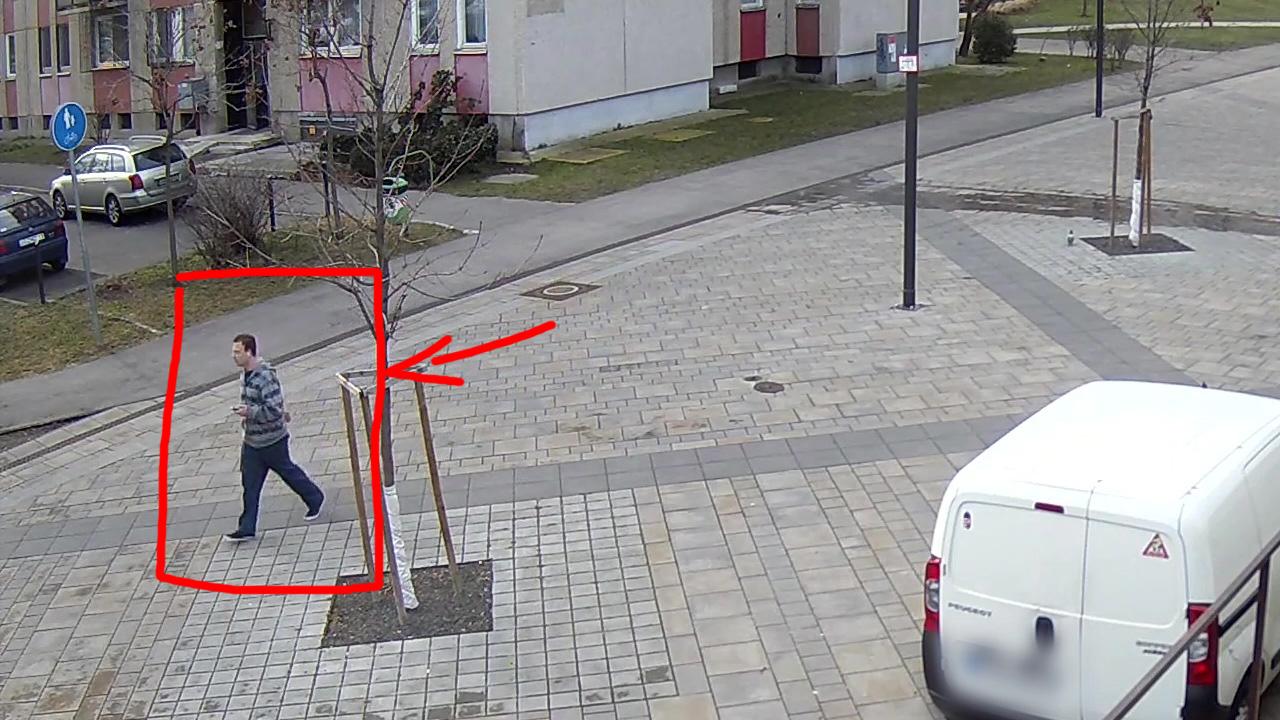 Gyerekeket molesztált a képen látható férfi - a rendőrség keresi!