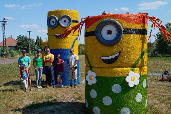 Fotók: óriás Minyonokkal találkozhattok egy kis magyar falu mellett