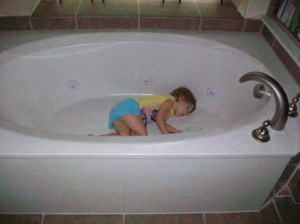 10 fotó, ami bizonyítja, hogy a gyerekek tényleg bárhol képesek elaludni - csak nem ott, ahol apa és anya mondja!
