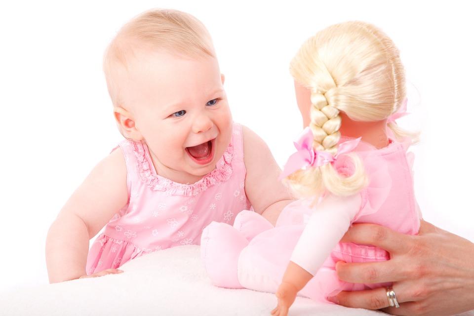 Hagyd a gyereket unatkozni! Milyen foglalkozásra van szükségük valójában a babáknak, kisgyermekeknek? A pszichológus tanácsai