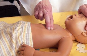 Újraélesztés menete csecsemőknél, kisgyermekeknél: ezt kell tenned lépésről lépésre! - A mentőtiszt tanácsai