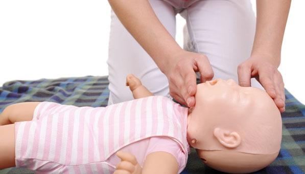 Újraélesztés babáknál, kisgyermekeknél: ezt kell tenned, ha leáll a gyermek légzése! Lépésről lépésre útmutató