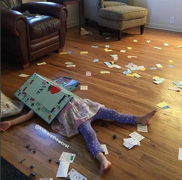 Vicces fotók: 13 kisgyerek, akire pár percig nem figyeltek a szülei