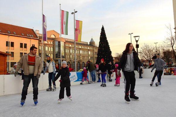 Ide vidd el a gyereket idén télen! 8 ingyenes korcsolyapálya Budapesten, ami szuper családi program lehet