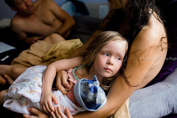 Az Év szülésfotója 2017: 12 gyönyörű fotó a szülés és születés csodájáról - Nézd meg, kiket díjazott a zsűri