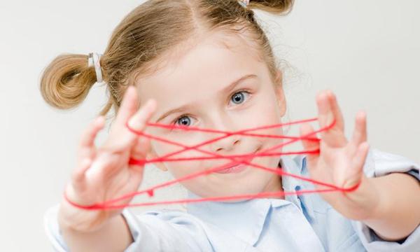 Kézügyesség, finommotorika fejlesztése óvodásnál, kisiskolásnál: 14 egyszerű játék, hogy jobban menjen az írás