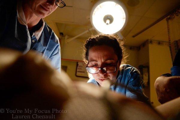 Az anyuka szülés közben sem tette le a fényképezőgépet! Nézd, milyen lenyűgöző fotót készített a kisfia születéséről