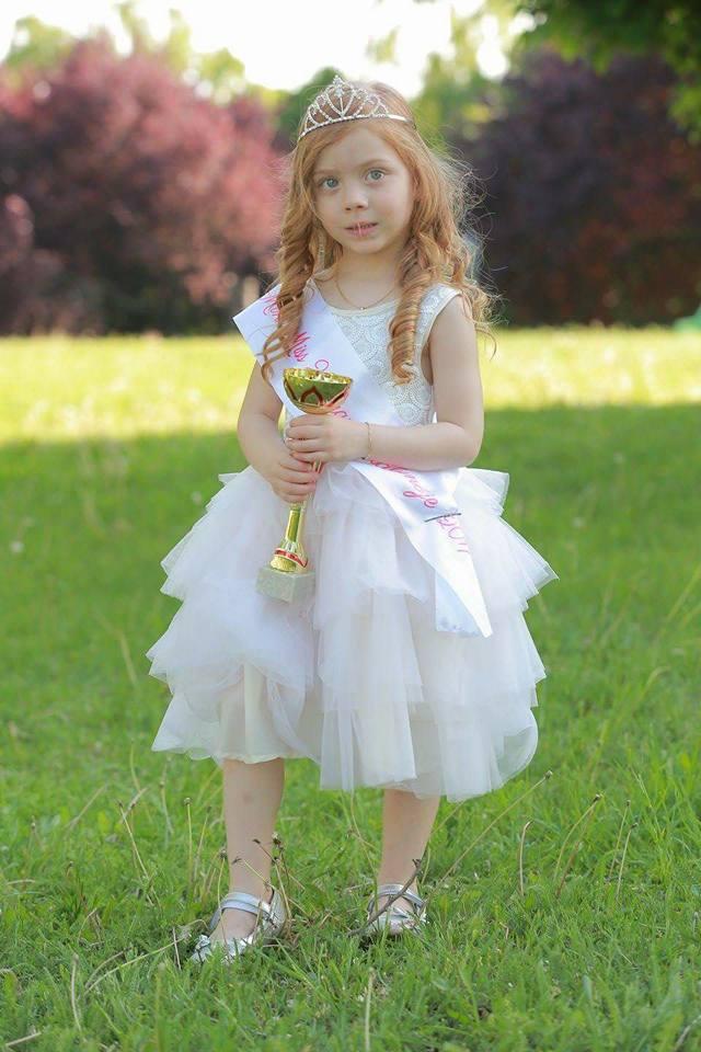 Ezt a 4 éves magyar kislányt választották Európa legszebbjének a gyermek szépségversenyen