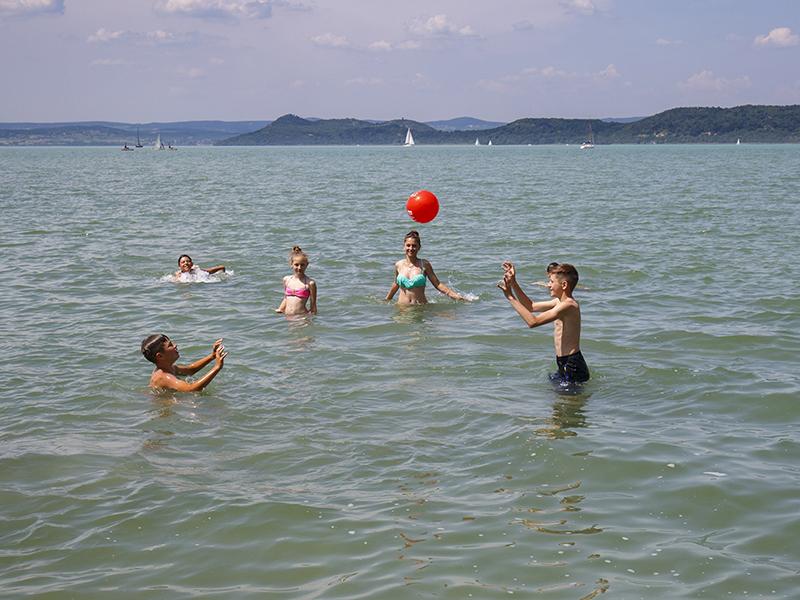 Hazai tavak, folyók strandjainak vízminősége 2018 - 13 hely, ahova inkább ne vidd strandolni a gyereket!