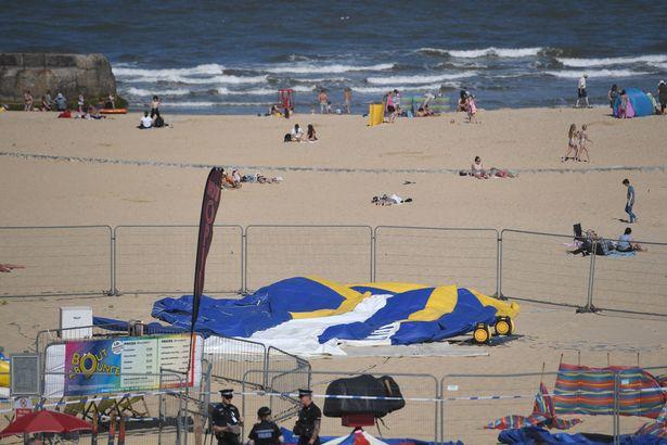 Felrobbant egy ugráló játék a strandon, miközben rajta volt egy hároméves kislány! Nem élte túl a balesetet