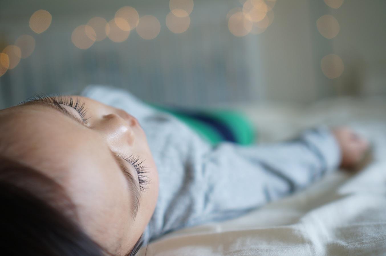 Jobb alvók azok a babák, akik korábban kapnak szilárd táplálékot
