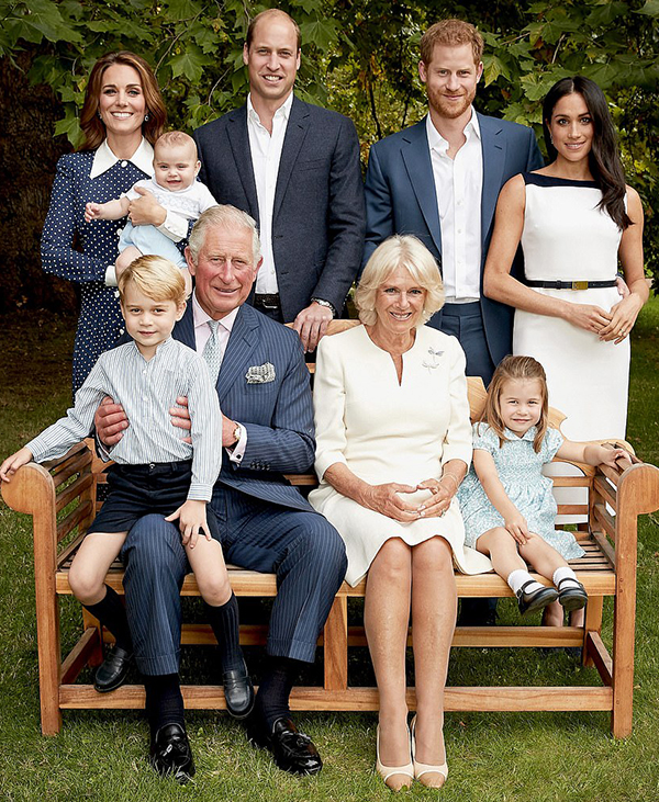 Friss képeken a hercegi család! Nem mindennapi fotók készültek Katalin és Vilmos 3 gyermekéről és a többi családtagról