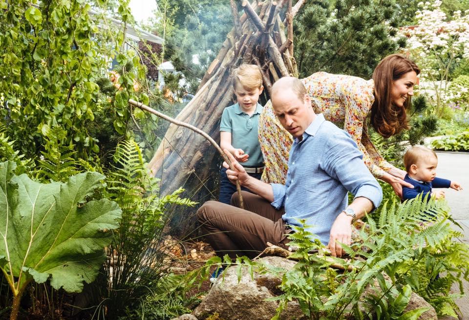 Hogy megnőttek Katalin és Vilmos gyermekei! Friss fotókon cukiskodik György herceg, Sarolta hercegnő és Lajos herceg
