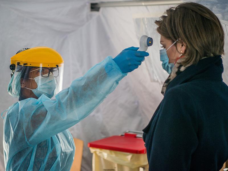 A következő napokban több száz új koronavírusos beteg lehet! - Minden fontos infó, ami elhangzott a mai sajtótájékoztatón
