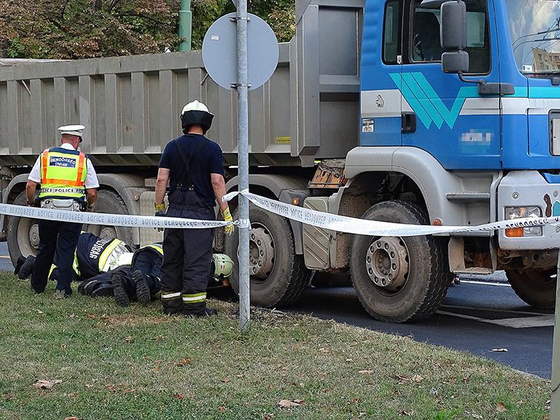 Észre sem vette a teherautó sofőrje, hogy elgázolt egy kislányt Szegeden - Kiderültek a hétfői tragédia részletei