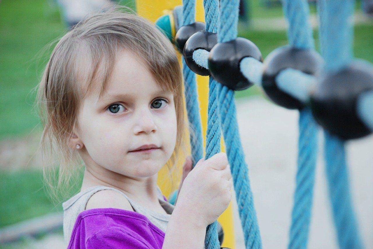 Így tanítsd meg az óvodás gyereknek, hogy ne álljon szóba idegenekkel - 5 fontos tanács a szakembertől