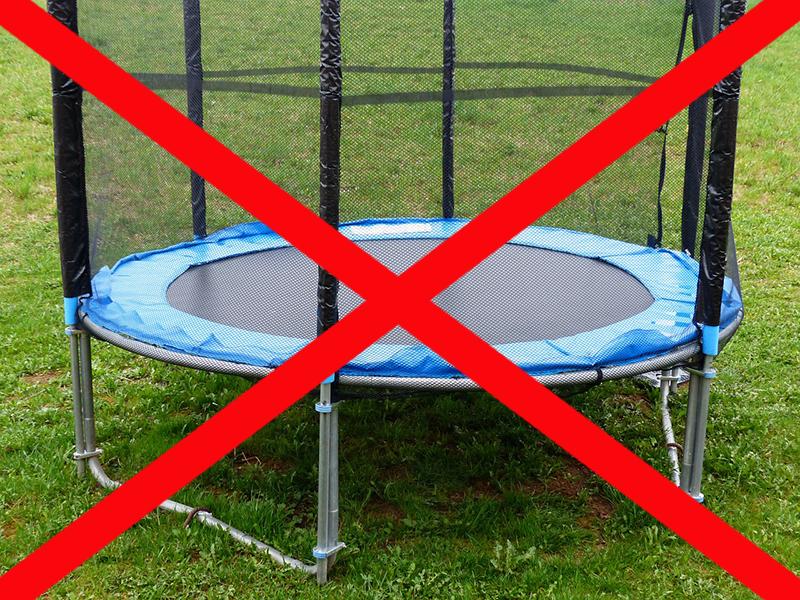 Ezért olyan veszélyes és káros az otthoni trambulin - Brutális gyerekbalesetekről számolt be a gyereksebész