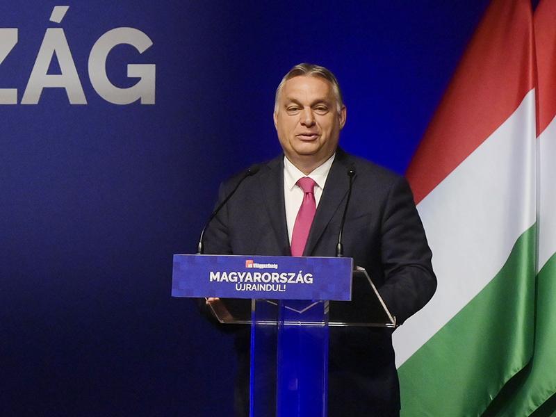 Orbán Viktor: A gyermeket nevelő szülők visszakaphatják az szja-t, 200 ezer forintos minimálbér a láthatáron
