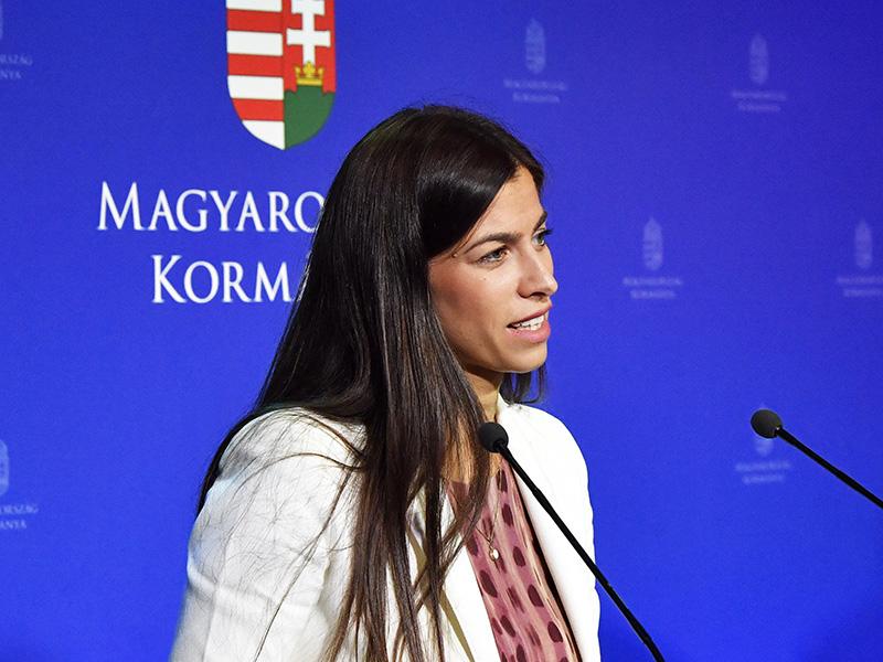 Szja-visszatérítés, nyugdíjprémium, zöld csok, 13. havi nyugdíj, hitelmoratórium - Újabb részletekről beszélt a kormányszóvivő