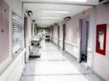 Amikor beindul a szülés - Miben segíthet az apuka a vajúdó párjának? Mikor kell a kórházba indulni? Mikor szükséges mentőt hívni?