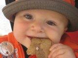 Mikortól adhatunk a babának kekszeket, kiflit, gabonapelyheket? Receptekkel!