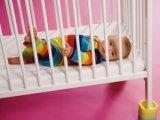 Milyen a biztonságos kiságy a babáknak?
