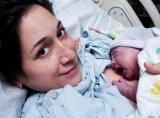 Háromszáz taxis mentett meg egy kismamát és egy újszülöttet