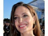 Angelina Jolie eltávolíttatta mindkét mellét