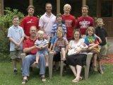 Kislányt szerettek volna, de 12 fiuk született