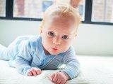 Kúszást segítő gyógytorna gyakorlatok babáknak