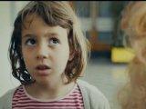 Ilyennek látják a gyerekek a szüleiket, amikor azok isznak (Megdöbbentő videó)
