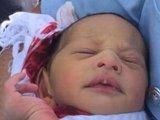Élve találtak egy 5 napos csecsemőt egy bicikliút melletti aknában