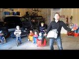 Egy ötgyermekes család élete - Szuper videóban mutatja be a jófej apuka