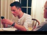 Így leckézteti meg a családi vacsora közben mobilozó gyerekeit az apuka - videó