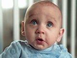 Videó: így grimaszolnak a kisbabák kakilás közben