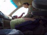 Szülés videó: az autóban szült a kismama, miközben a kórházba siettek