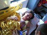 Országút mellett segítettek világra egy kisbabát a bonyhádi mentősök - Nézd, milyen tündéri a kislány!