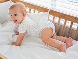 Mozgásfejlődés: mikor mit tud a baba, kisgyermek? Hónapról hónapra táblázattal - Baj, ha elmarad a kúszás-mászás?