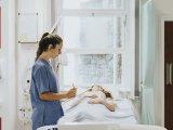 Rendellenes vérzés a méhben, kismedencei fájdalom - Mire utalhatnak a tünetek császármetszés után? Szakorvos válaszol