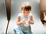 Tehéntej a gyereknek: ennyi lenne a napi ideális mennyiség, hogy egészségesen fejlődjenek a csontok és a fogak - Dietetikus ajánlása