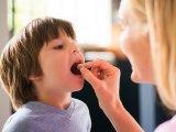 D-vitamin szedése: a náthától és az influenzától is megvédhet egy kutatás szerint - Mennyi a napi D-vitamin adag gyerekeknek, felnőtteknek? Táblázattal!