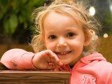 Hogyan kell jól dicsérni a gyereket? Vekerdy Tamás gondolatai a szülői dicséretről
