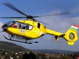 Kérem, jöjjenek, most szültem meg a kisbabám egy mosdóban! - Viccből hívta fel a mentőket a nő, akihez helikoptert is küldtek