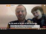 Belevigyorgott a kamerába a kisfiú, miközben apukáját élő adásban faggatták - Így kezelte a váratlan helyzetet az apa
