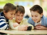 Mobilfüggő gyerekek - Jövőre tilos lesz bevinni az iskolába, így védekeznek a függőség és a zaklatások ellen Franciaországban