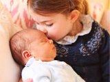 Itt vannak az első hivatalos babafotók a kis Lajos hercegről! Maga Katalin hercegnő készítette az aranyos képeket