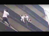 Pókemberként mászott meg 4 emeletet a férfi, hogy megmentsen egy kisfiút! A picit egyedül hagyták otthon a szülei