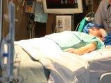 Ritka betegségben szenved a kisfiú: ha alszik, nem tud lélegezni! - Így tudták megmenteni az életét a magyar orvosok