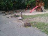 Szomorú fotók: szétverték egy miskolci óvoda udvarát! A játékokat és a kerti tavacskát sem kímélték a vandálkodók